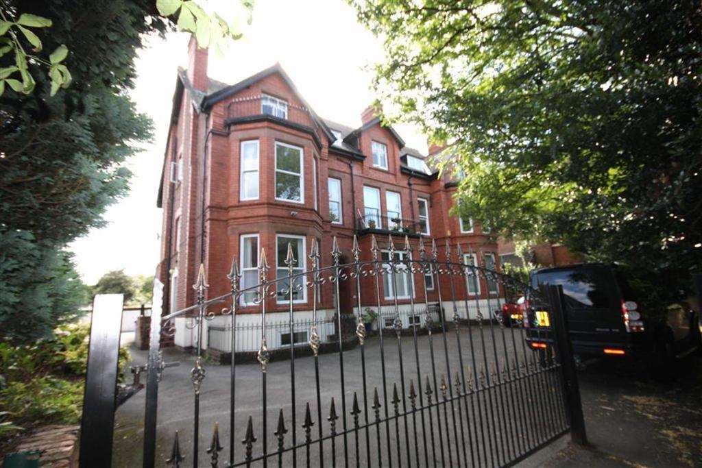 2 Bedrooms Flat for sale in Northenden Road, Sale