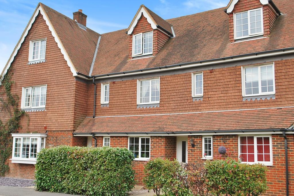 4 Bedrooms House for sale in The Squires, Pease Pottage, RH11