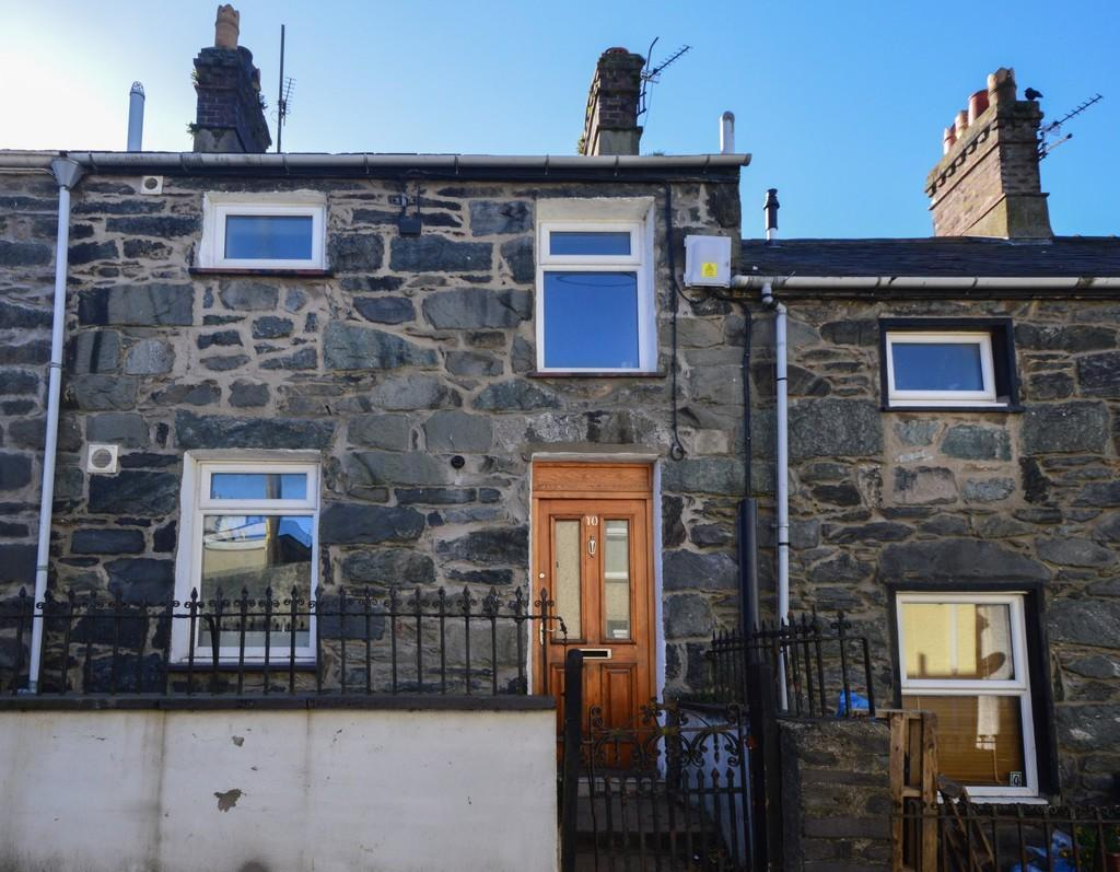 2 Bedrooms Terraced House for sale in High Street, Llanllechid, North Wales