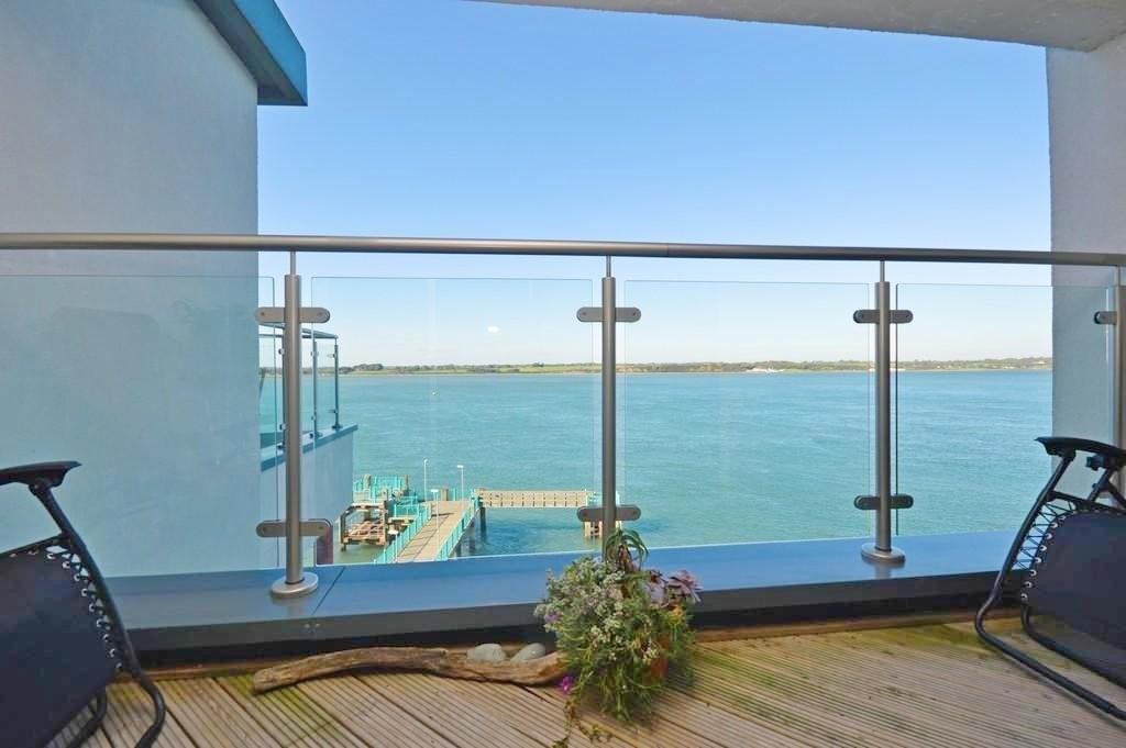 3 Bedrooms Flat for sale in Doc Fictoria, Caernarfon, North Wales