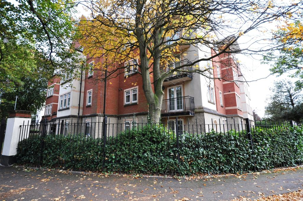 2 Bedrooms Maisonette Flat for sale in Knighton Park Road, Leicester