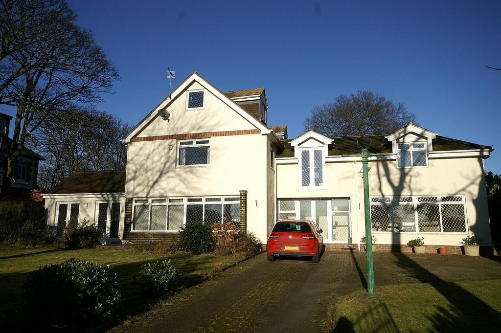 6 Bedrooms Detached House for sale in Moor Court, Whitburn