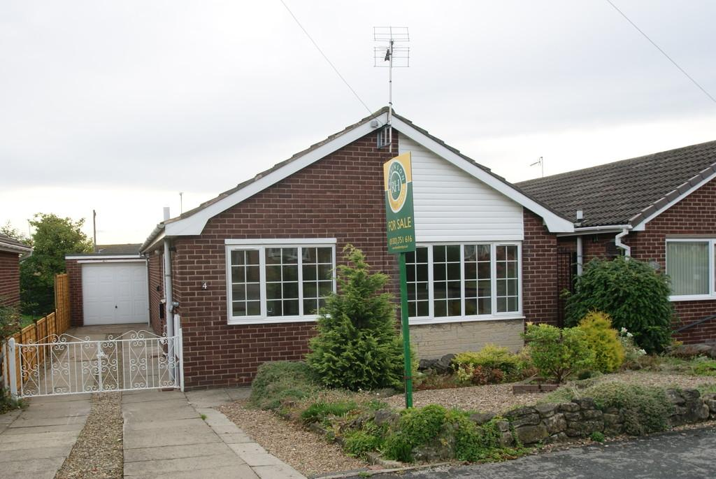 2 Bedrooms Detached Bungalow for sale in Saffron Crescent, Tickhill