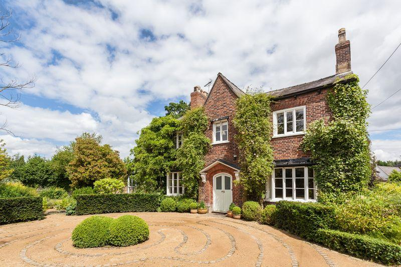 5 Bedrooms Detached House for sale in Chelford Road, Marthall