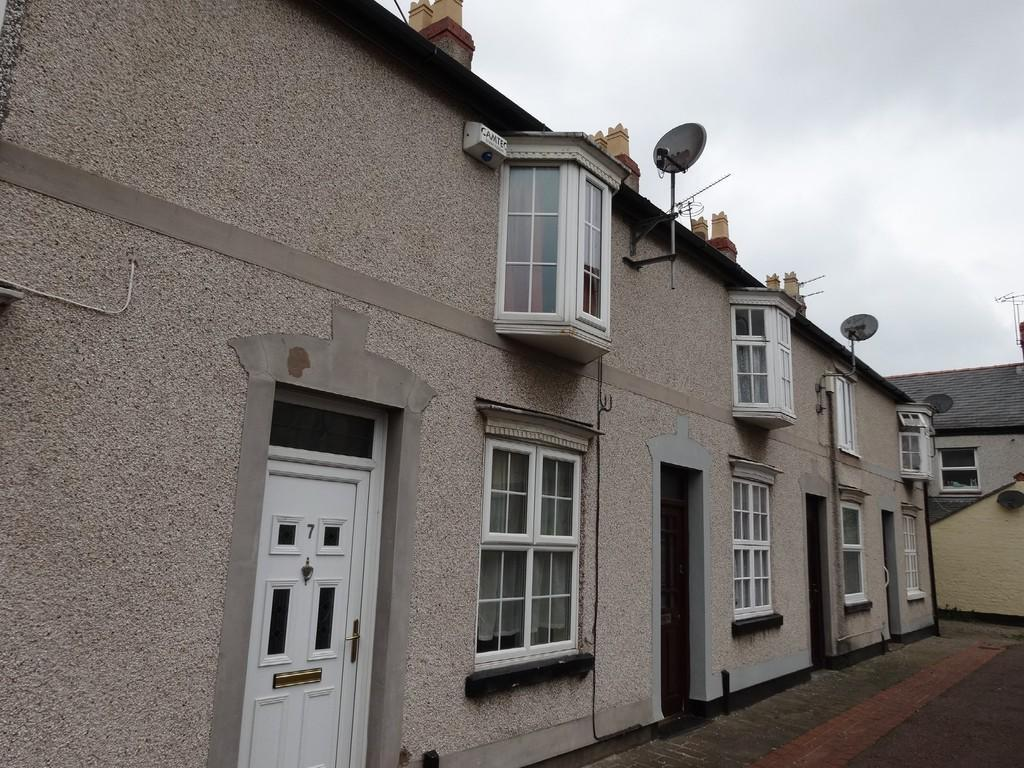 2 Bedrooms Terraced House for sale in Wellington Terrace, Rhyl