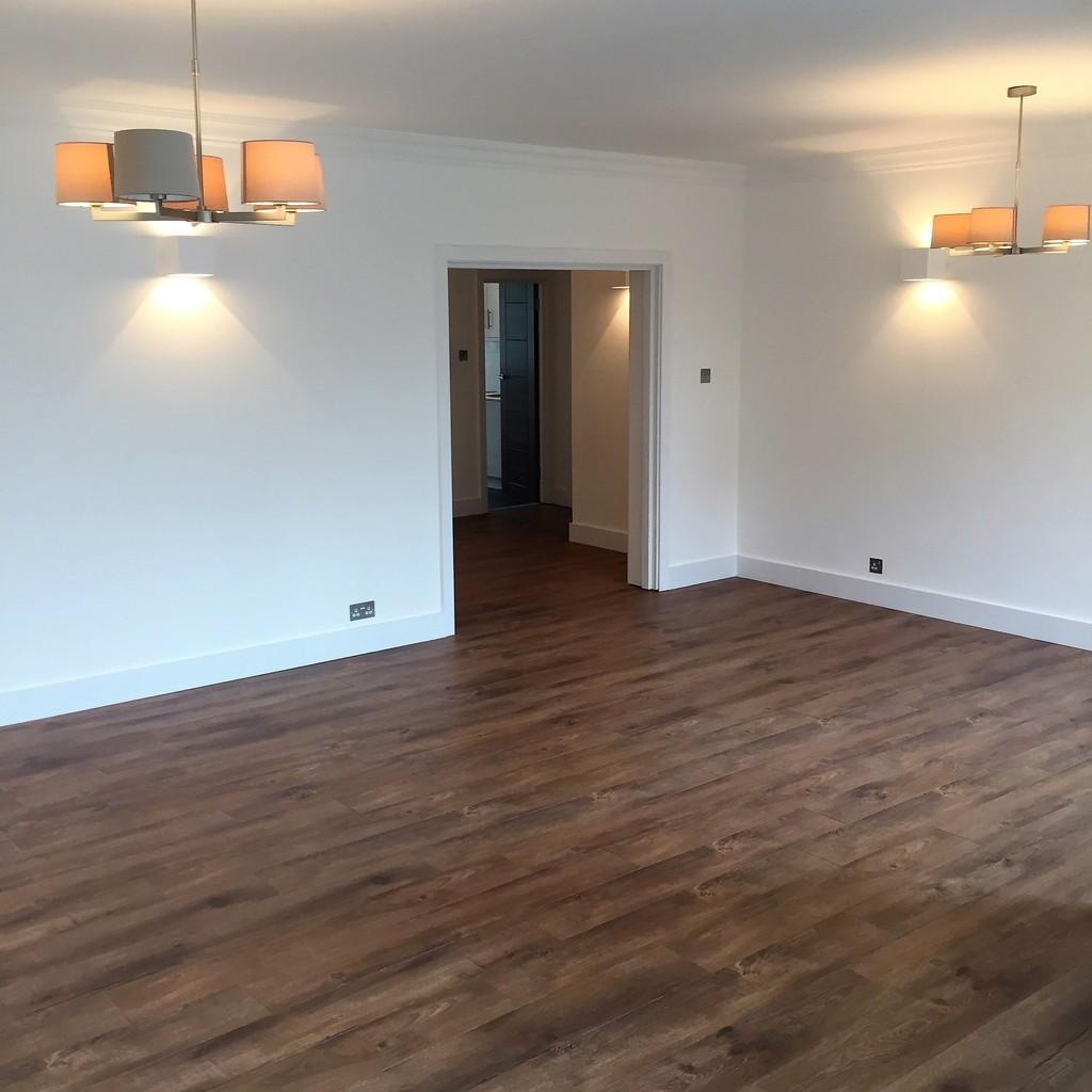 4 Bedrooms Flat for sale in Raynham