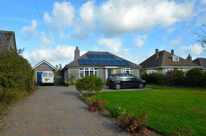 3 Bedrooms Detached Bungalow for sale in Whippingham, PO32 6NZ