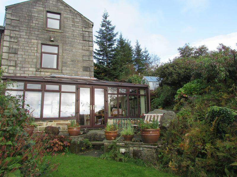 4 Bedrooms End Of Terrace House for sale in Lob Quarry, Todmorden
