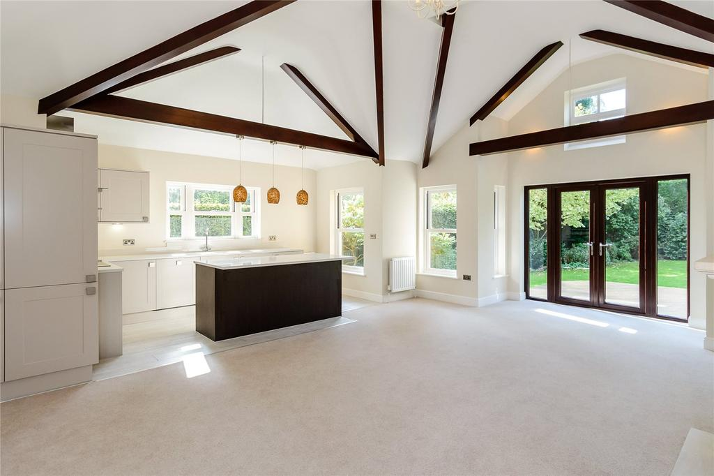 2 Bedrooms Semi Detached Bungalow for sale in Newmans Drive, Harpenden, Hertfordshire