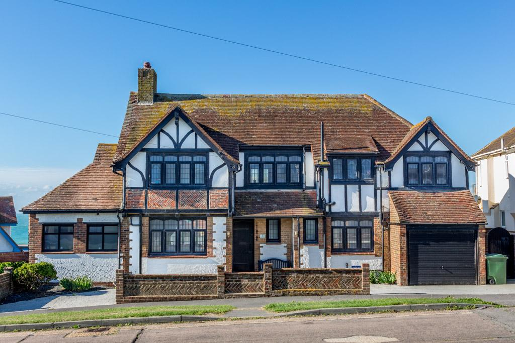 4 Bedrooms Detached House for sale in Crowborough Road, Saltdean, Brighton BN2