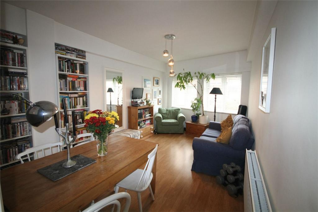 2 Bedrooms Maisonette Flat for sale in Church Road, Ashford, Surrey
