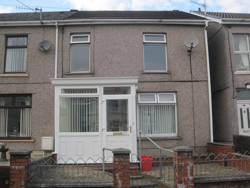 3 Bedrooms End Of Terrace House for sale in Brecon Road, Ystradgynlais, Swansea.