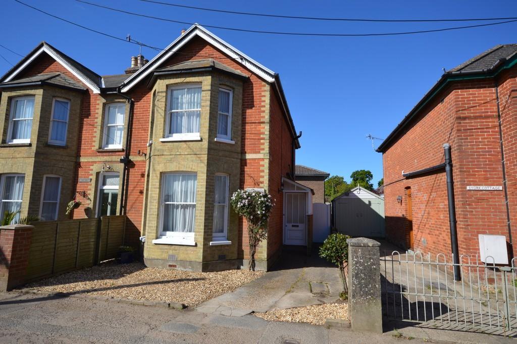 3 Bedrooms Semi Detached House for sale in Dennett Road, Bembridge