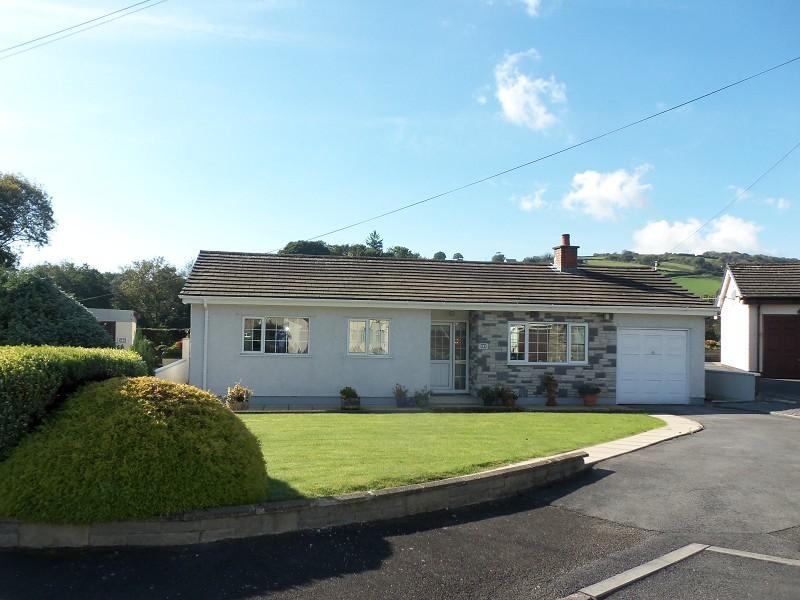 3 Bedrooms Detached Bungalow for sale in Bronwydd Arms, Carmarthen, Carmarthenshire.