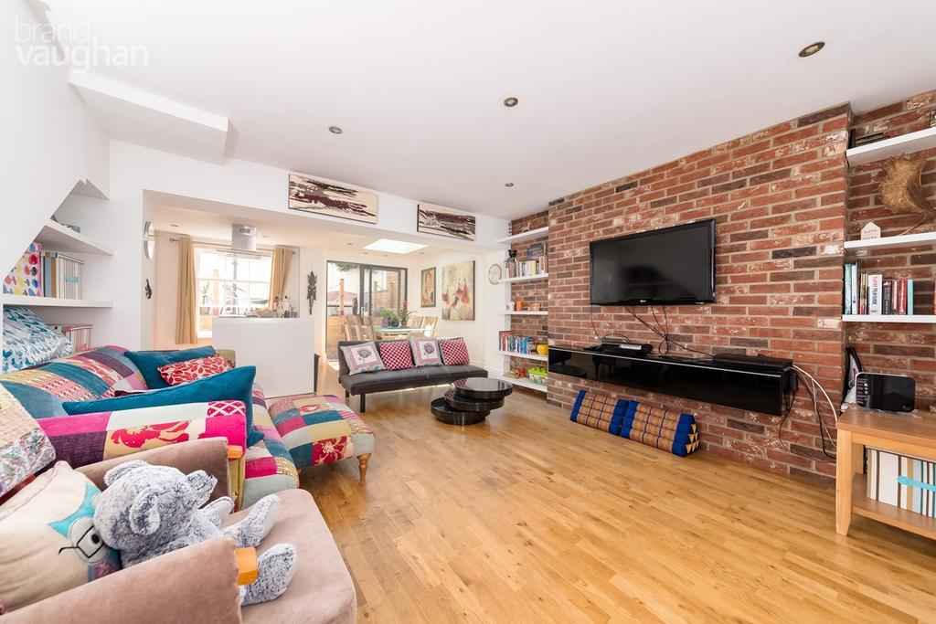 3 Bedrooms Ground Maisonette Flat for sale in Chesham Road, Brighton, BN2