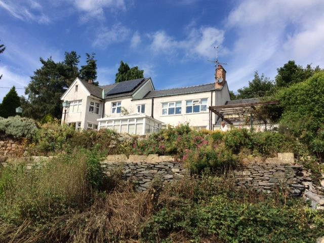 3 Bedrooms Detached House for sale in Chirk