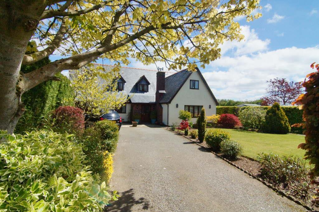 5 Bedrooms Detached House for sale in Babell