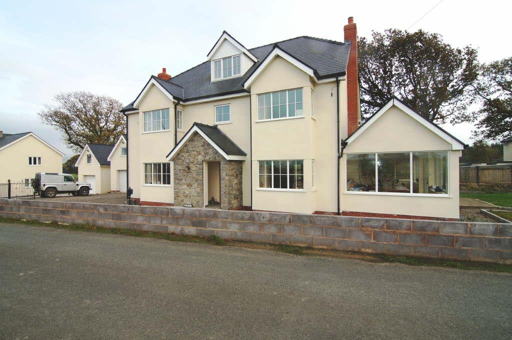 4 Bedrooms Detached House for sale in Cefn Berain