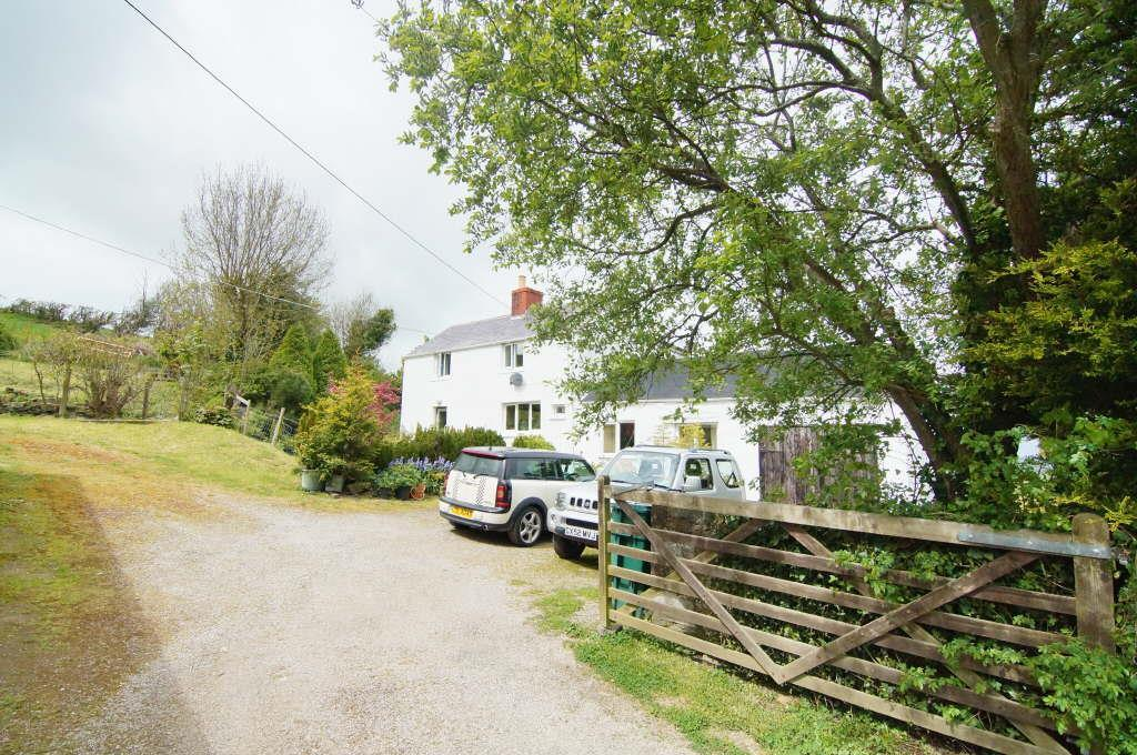 3 Bedrooms Detached House for sale in Llannefydd
