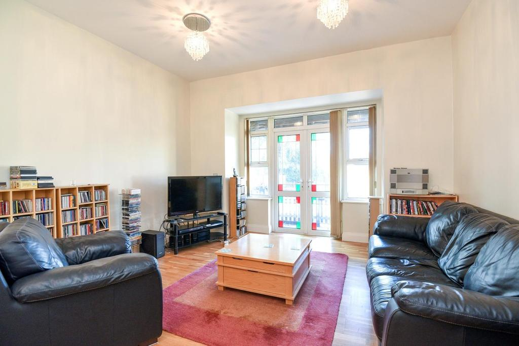 2 Bedrooms Flat for sale in Court Road, Mottingham, SE9