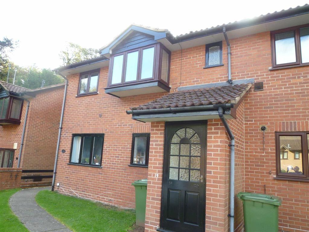 2 Bedrooms Flat for sale in Lower Parklands, Kidderminster, Worcestershire