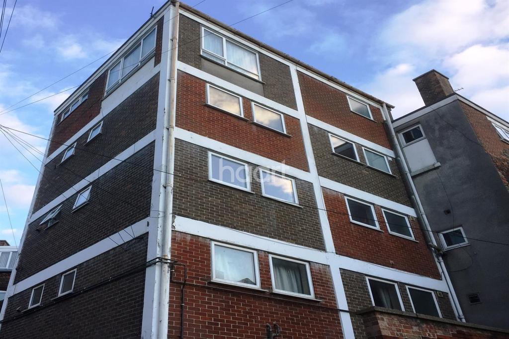 2 Bedrooms Flat for sale in Waveney Road, Lowestoft