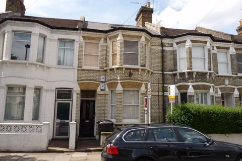 2 bedroom flat - Kimberley Road, Clapham North