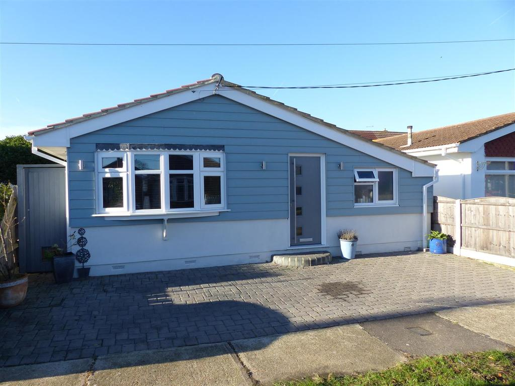 2 Bedrooms Detached Bungalow for sale in Shell Beach Road, Canvey Island
