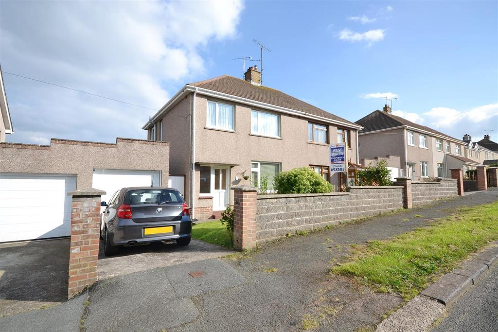 3 Bedrooms Semi Detached House for sale in Milford Haven