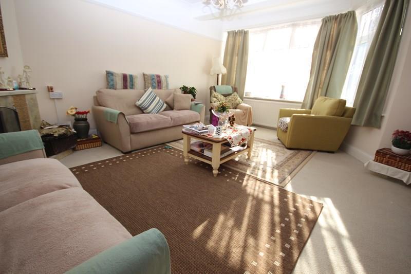 4 Bedrooms Semi Detached House for sale in Trafalgar Road, Clacton-On-Sea