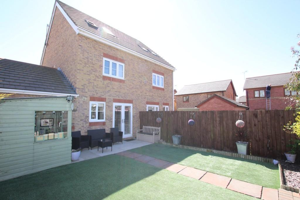 3 Bedrooms Town House for sale in Farnham Close, Barrow-in-Furness