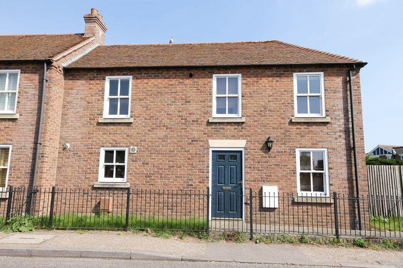3 Bedrooms End Of Terrace House for sale in Station Road, Bosham