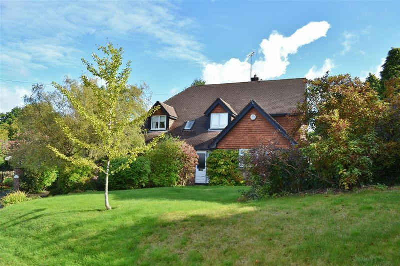 5 Bedrooms Village House for sale in Chapel Lane, Forest Row