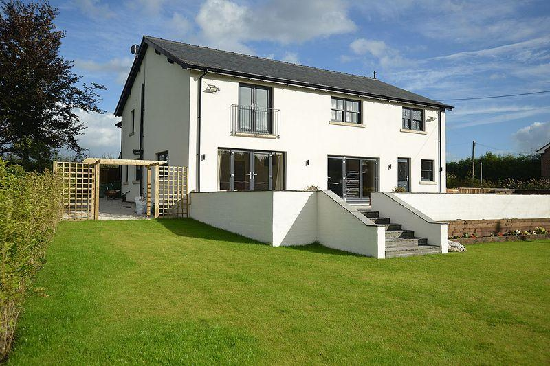 4 Bedrooms Detached House for sale in Blakemere Lane, Norley