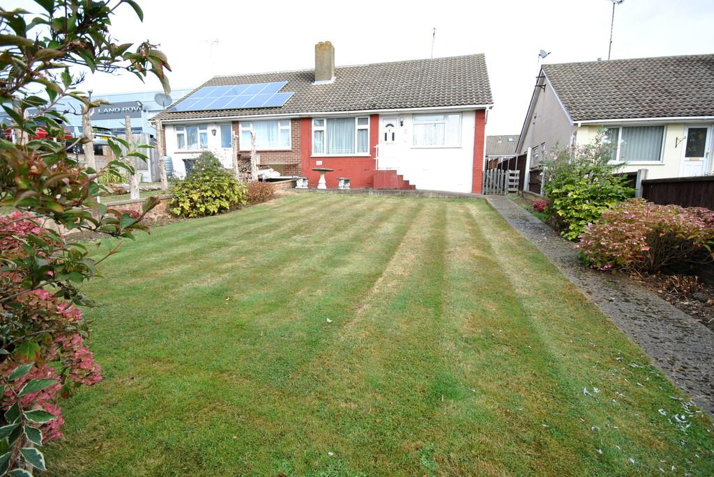 2 Bedrooms Semi Detached Bungalow for sale in Brookfield Close, Leigh-on-Sea