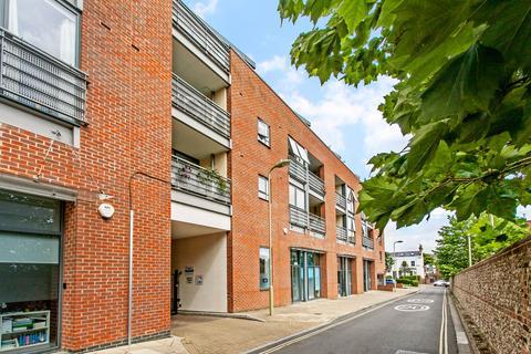 2 bedroom flat to rent - Staple Gardens, Winchester, SO23