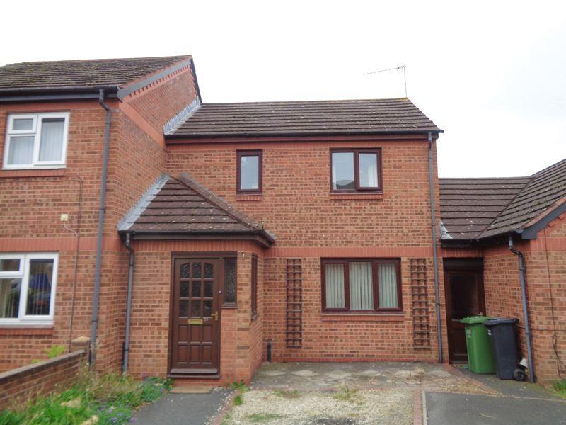 2 Bedrooms Terraced House for sale in St. James Drive, Evesham