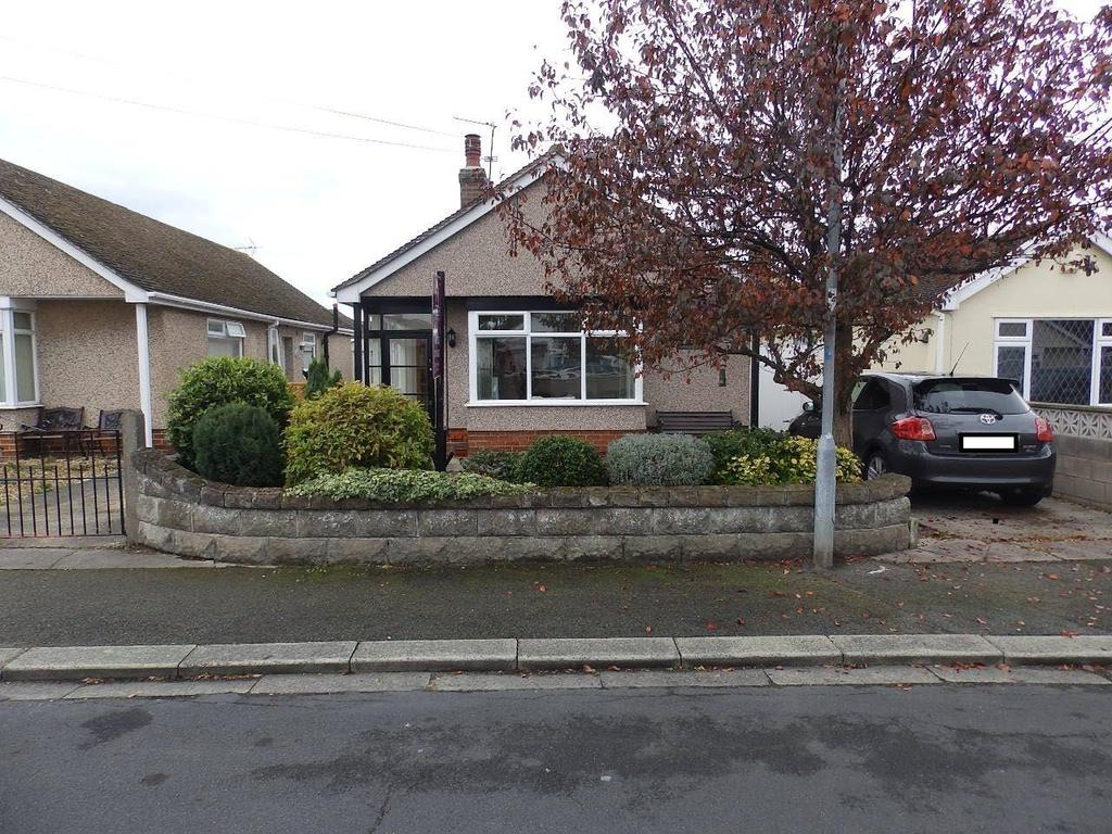 2 Bedrooms Detached Bungalow for sale in Merllyn Road, Rhyl