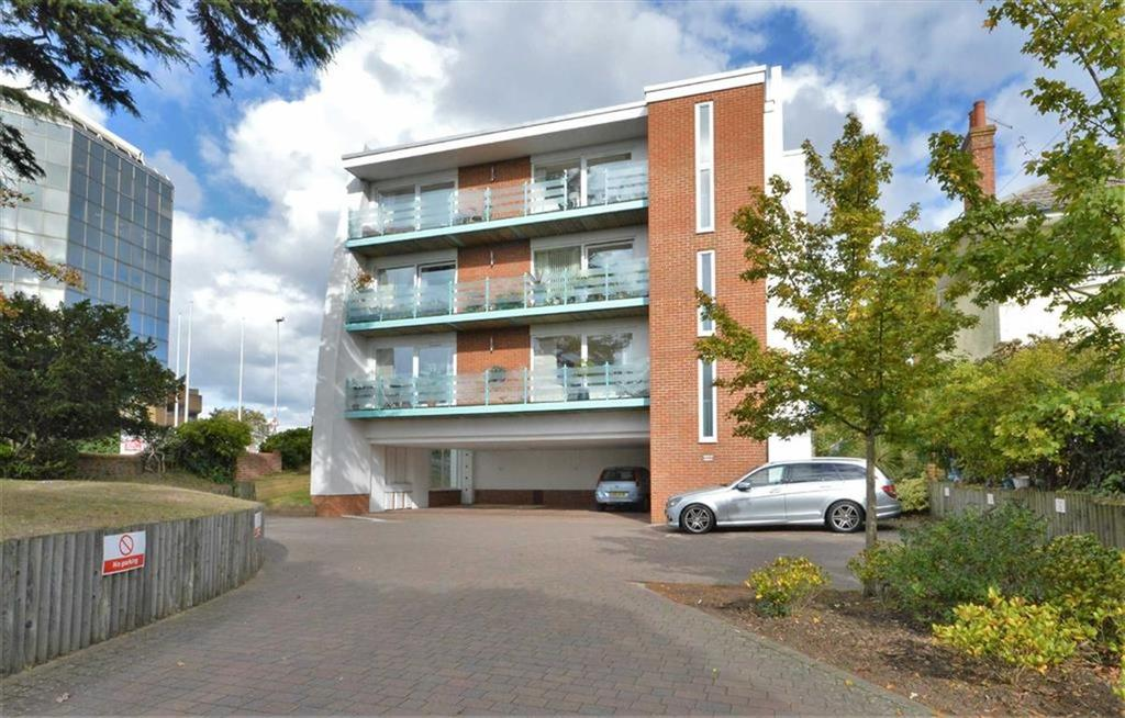 2 Bedrooms Flat for sale in Higham Heights, Poole, Dorset, BH15