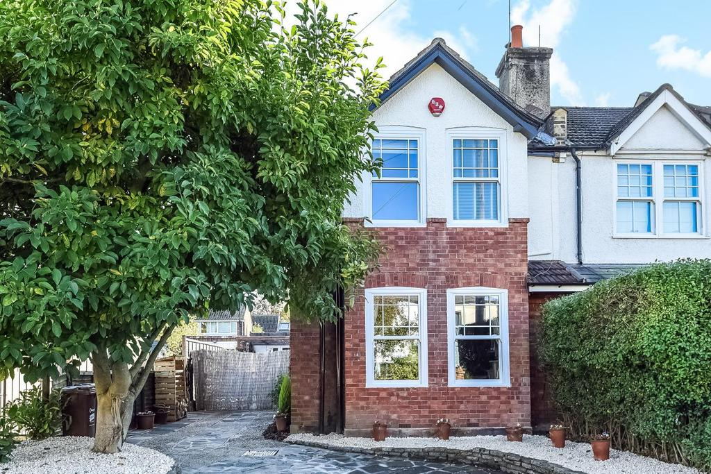 3 Bedrooms Terraced House for sale in Cross Road, Bromley, BR2