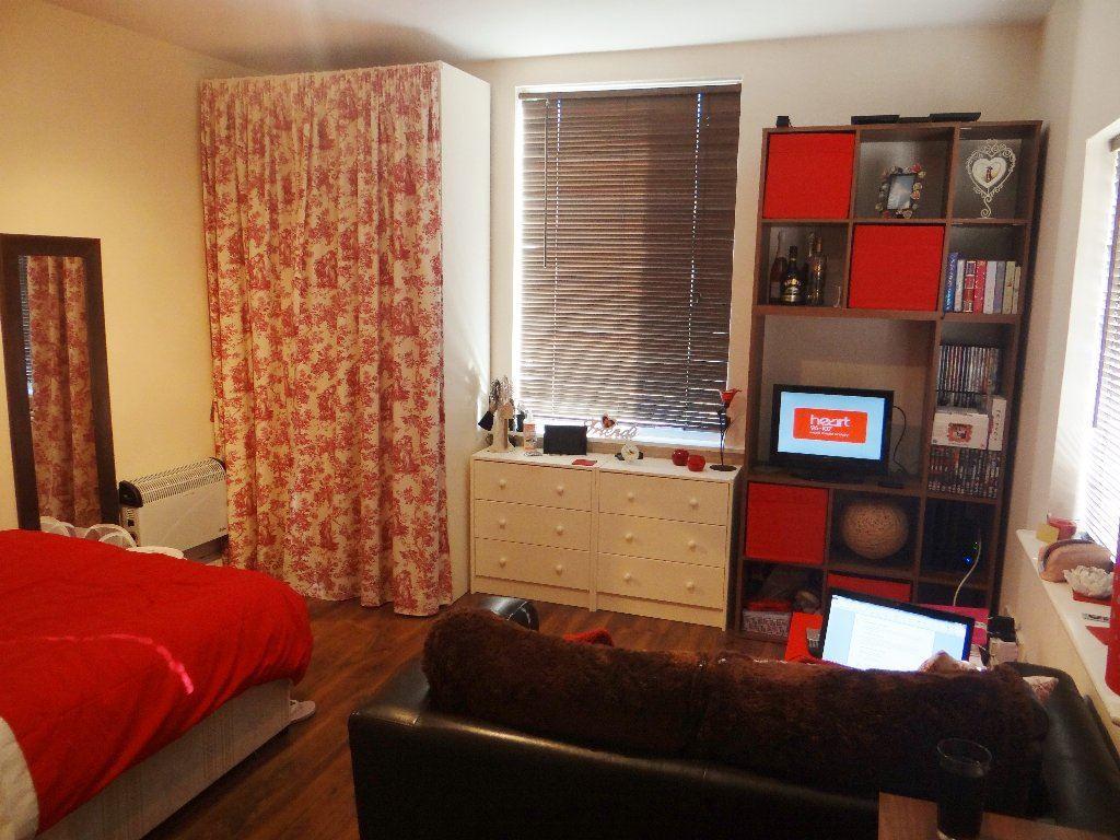 Studio Flat for rent in Cardigan Road - Flat 5, LS6 1EB