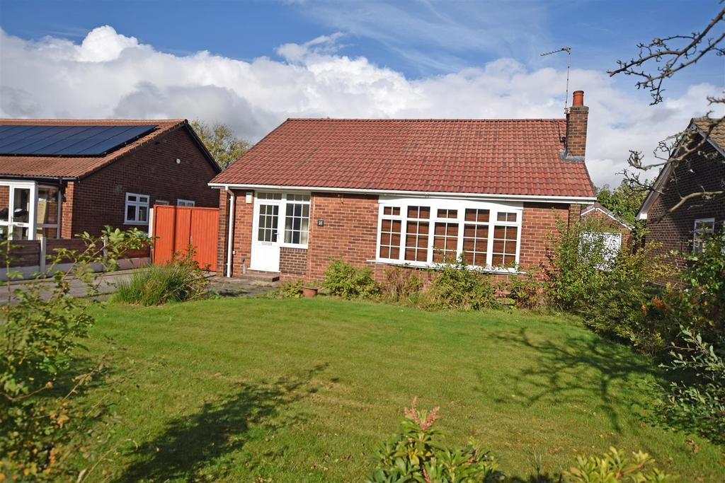 3 Bedrooms Detached Bungalow for sale in Hardfield Road, Alkrington, Middleton