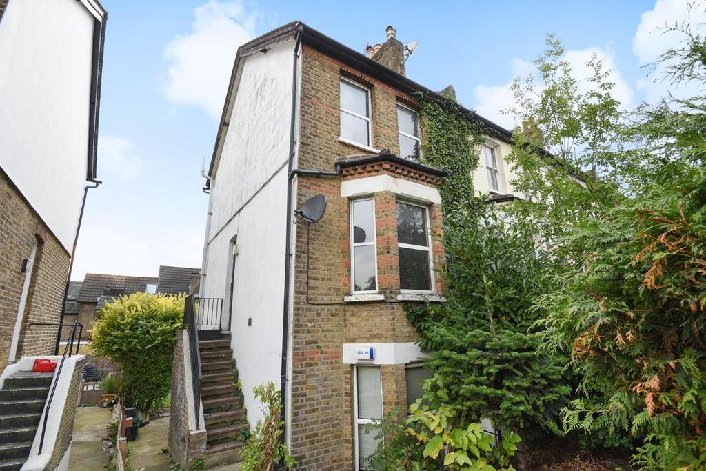 2 Bedrooms Flat for sale in Page Heath Villas, Bromley, BR1