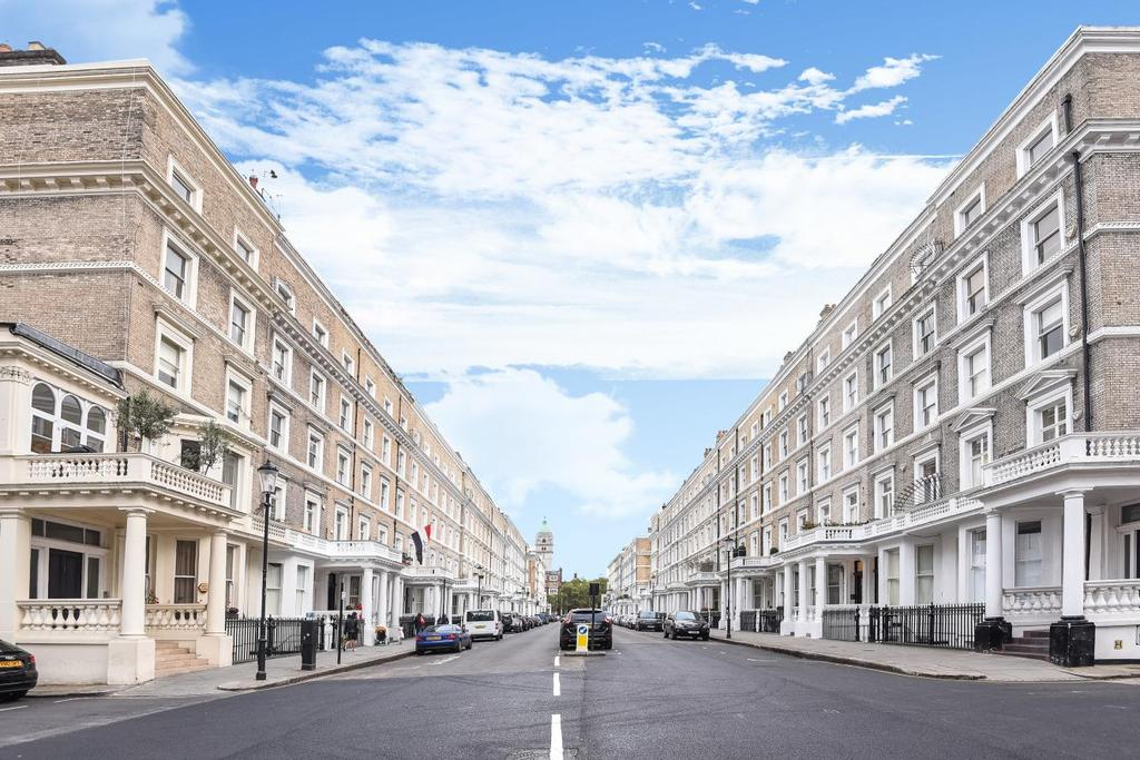 3 Bedrooms Flat for sale in Elvaston Place, South Kensington, SW7