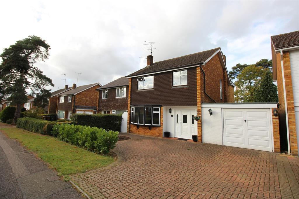 3 Bedrooms Detached House for sale in Woodland Way, Stevenage, Hertfordshire