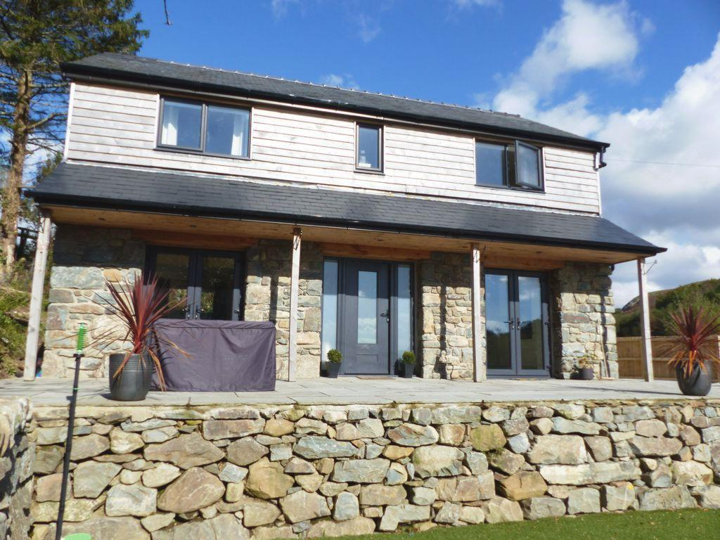 3 Bedrooms House for sale in Caerbergam, Llanbedr, LL45