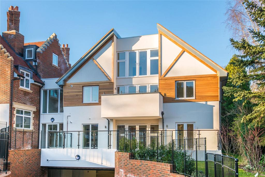 3 Bedrooms Penthouse Flat for sale in Scholars Place, South Park Drive, Gerrards Cross, Buckinghamshire