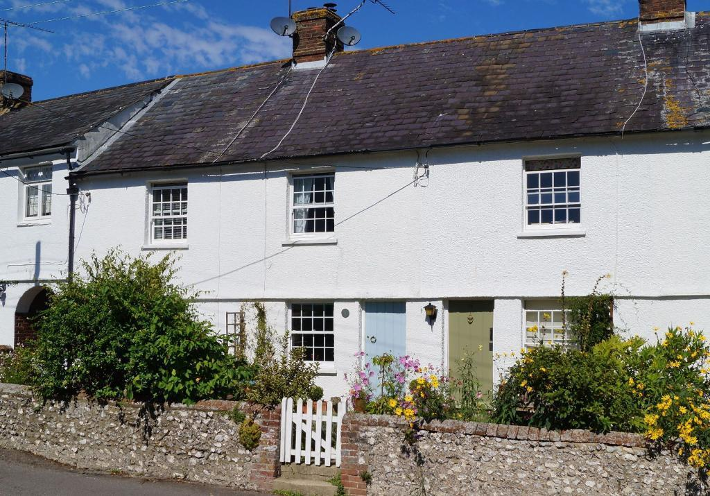 1 Bedroom Terraced House for sale in Sir Georges Place, Steyning, BN44 3LS