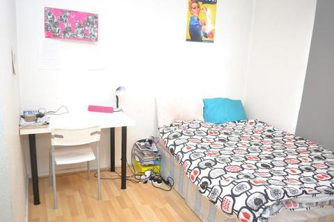 1 bedroom flat share to rent - Hollybush House, Hollybush Gardens, Bethnal Green, London, E2 9QT