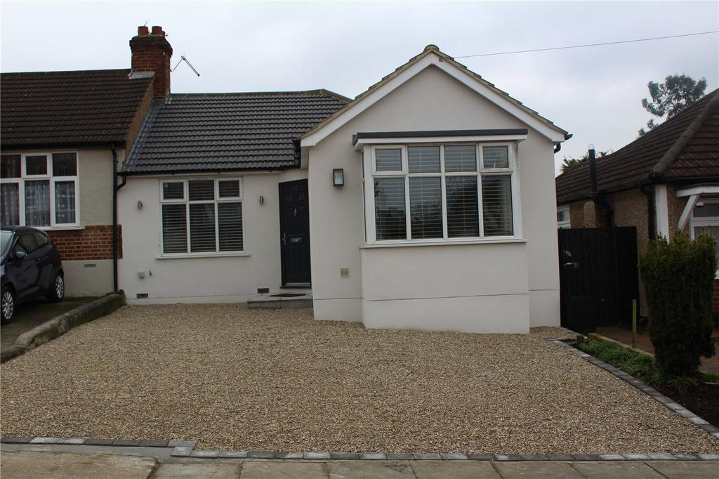 2 Bedrooms Bungalow for sale in Parkside Avenue, Romford, RM1